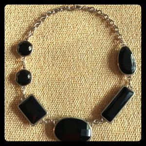 Jewelry - Silvertone necklace with black stones
